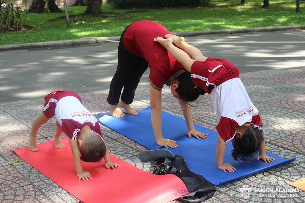saigon-academy-summer-for-joy-yoga-3.JPG