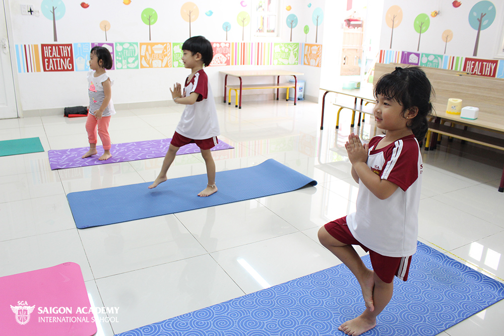 saigon-academy-summer-for-joy-yoga-6.JPG